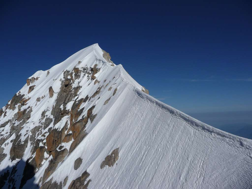 L'affilatissima cresta ell'Aiguille Verte...la montagna degli alpinisti.
