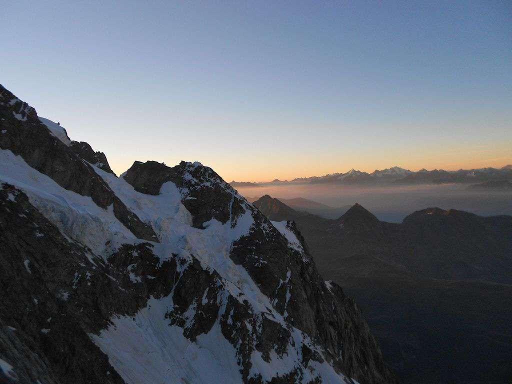 Ancora l'alba tra i Rocher Whymper e il Reposoir