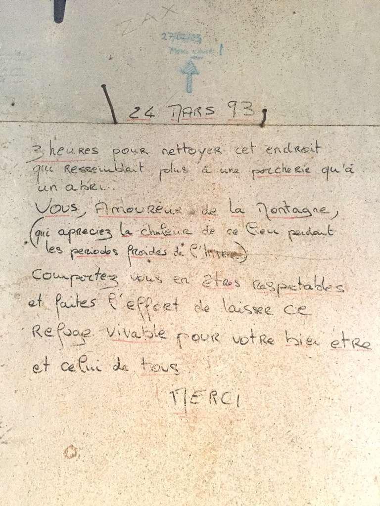 Scritta esemplaare sul muro dell'Abrit Simond