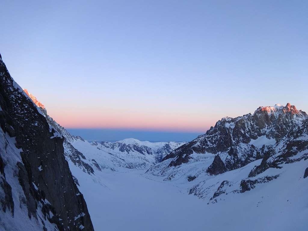 Panorama mattutino sull'Aiguille d'Argentiere.