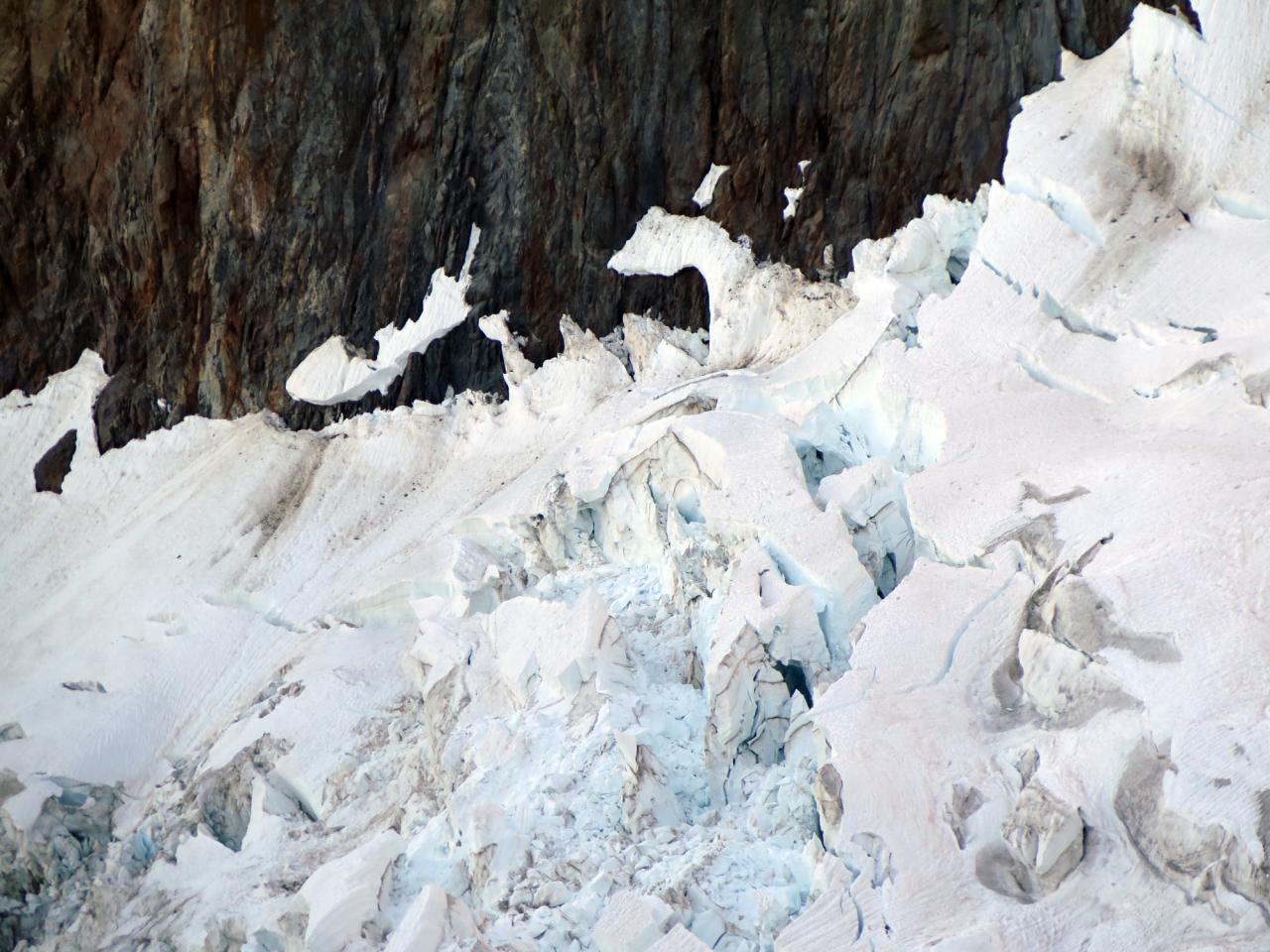 Il ghiacciaio del Freney verso il colle dell'innominata
