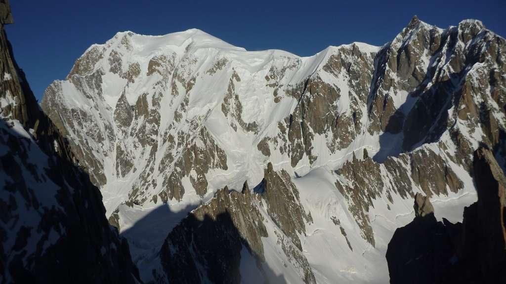 Il selvaggio versante Brenva del Monte Bianco.