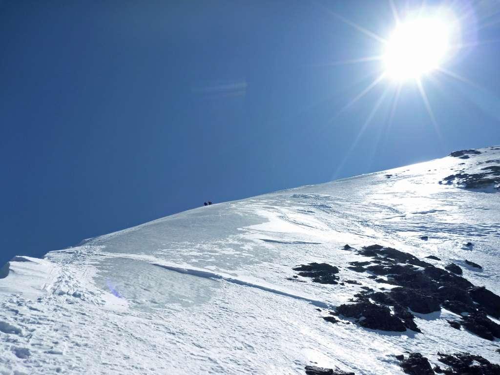 ultimi metri del nevaio prima di incrociare la cresta Mittelegi