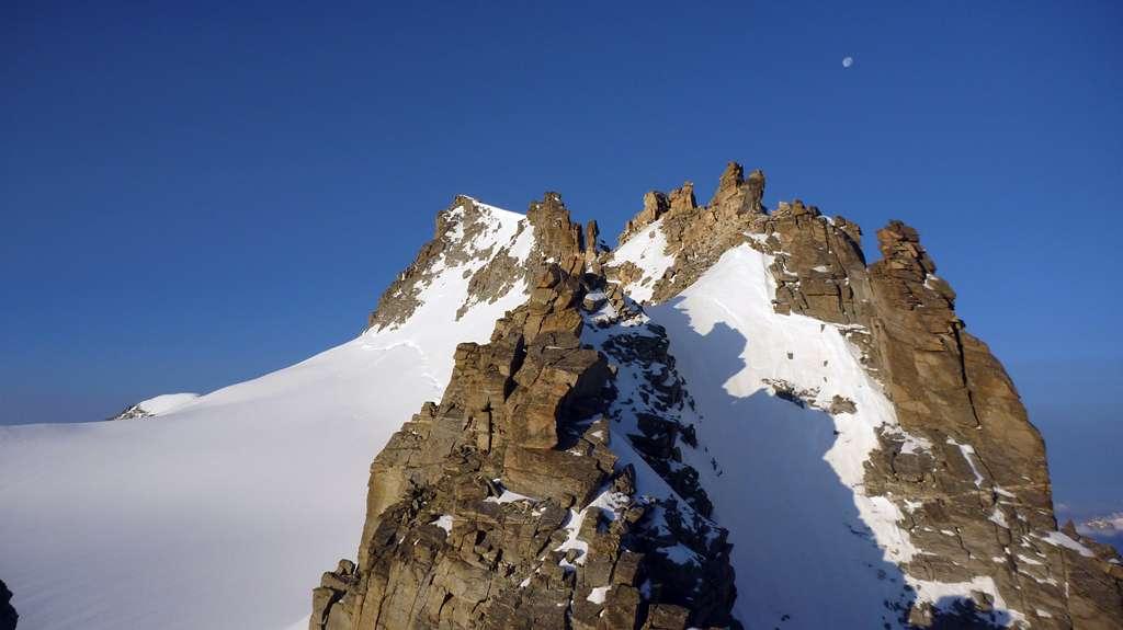 Il cammino verso la Becca di Montandayné.