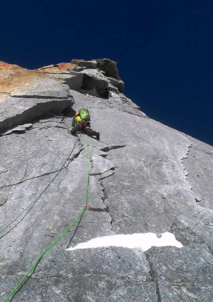 Deuxième longueur: un granite de rêve ... et un 5+ pas si facile que ça!