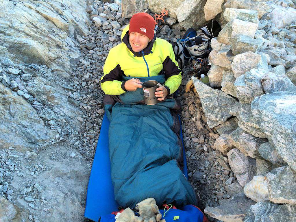 Andrea al suo primo bivacco in montagna: bivacco di lusso.