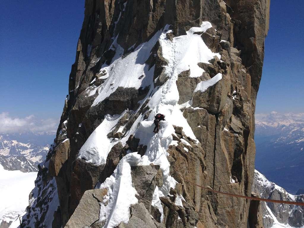 Acrobazie sulle cornici di neve! Sempre sul filo di cresta.