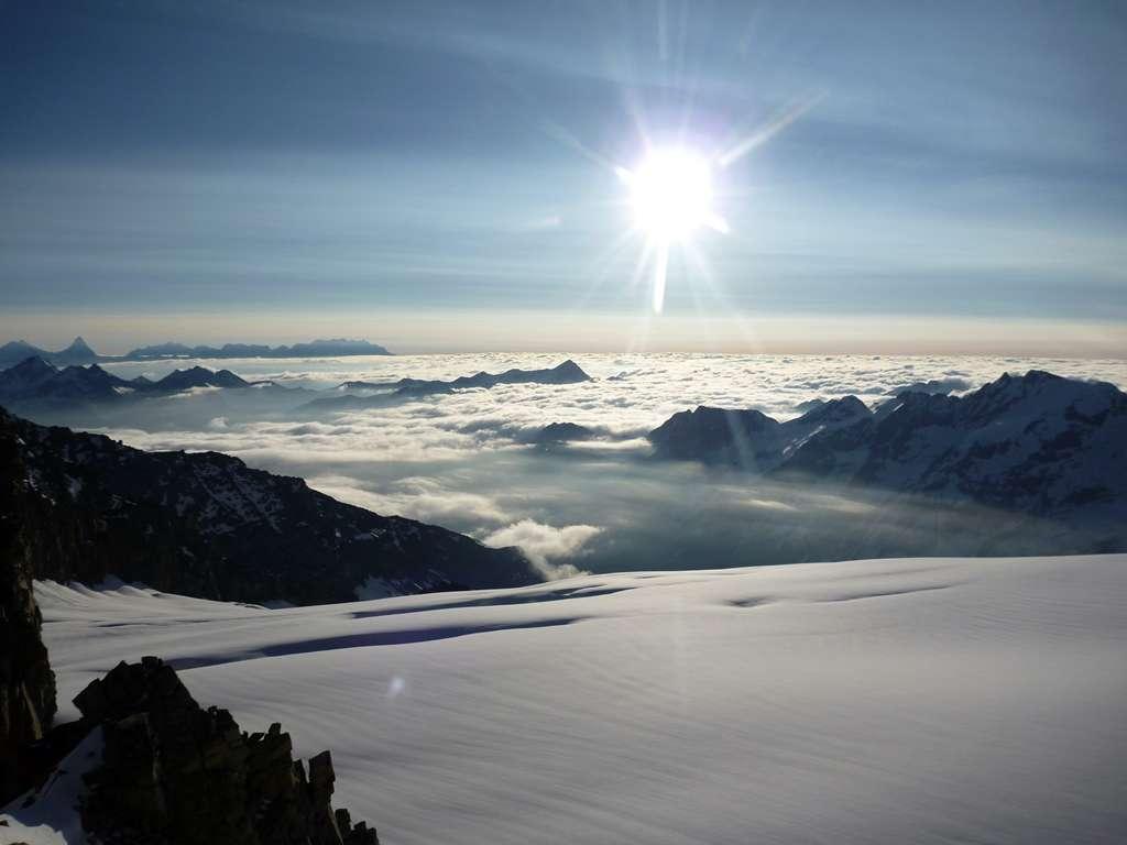 Cervino e Monte Rosa in lontananza.