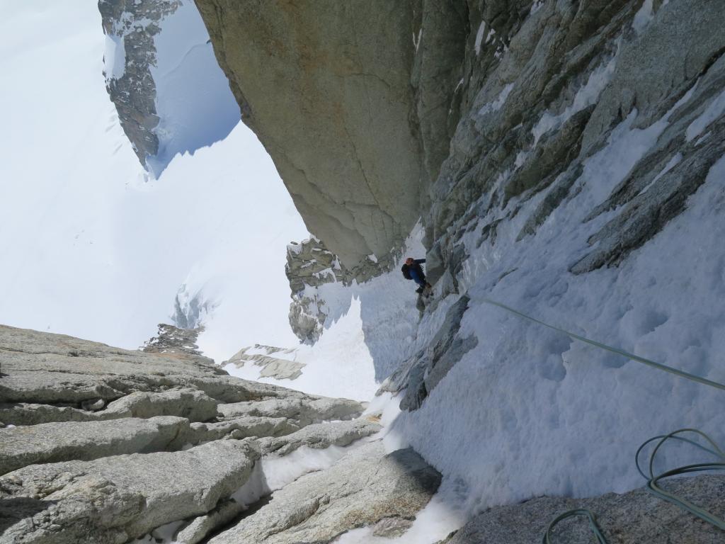 Nella parte iniziale della goulotte neve pappa e ghiaccio scollato.