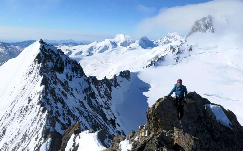 Matteo con la cresta ovest della Lenzspitze alle spalle.