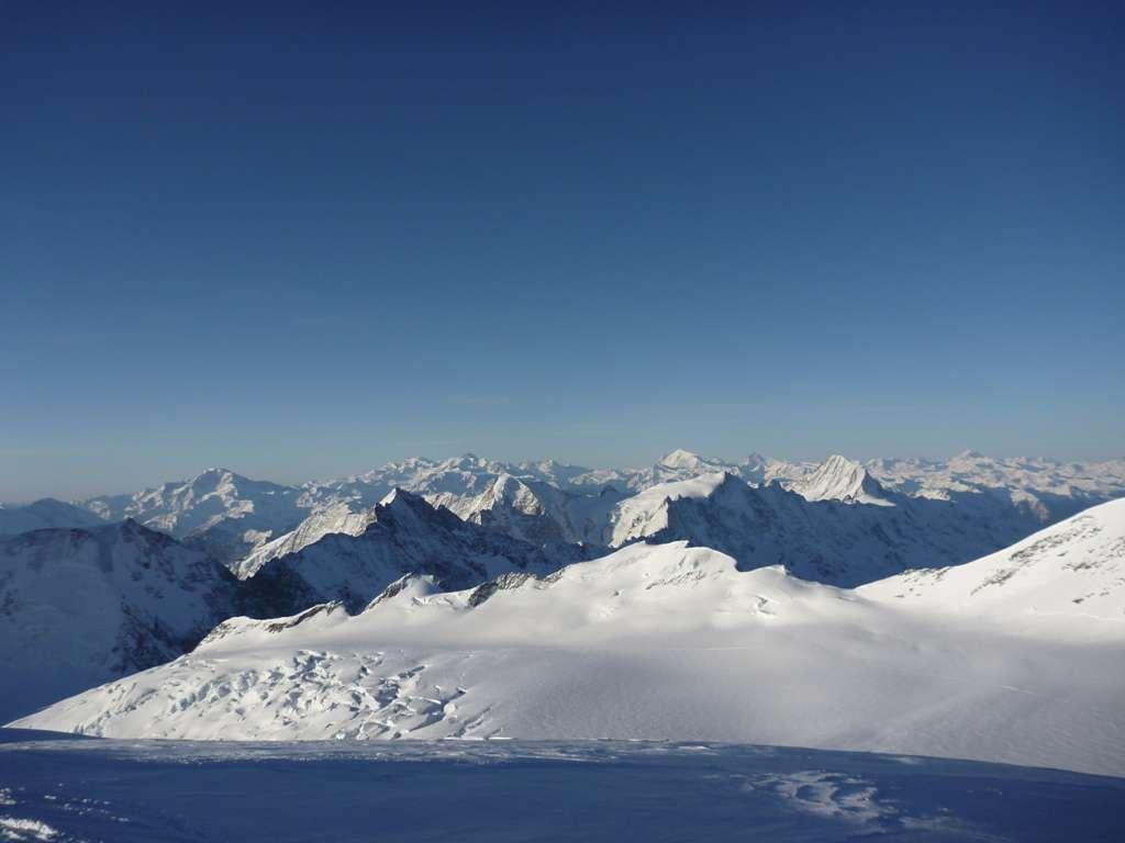 La vista dalla cima è infinita, a 360 gradi.