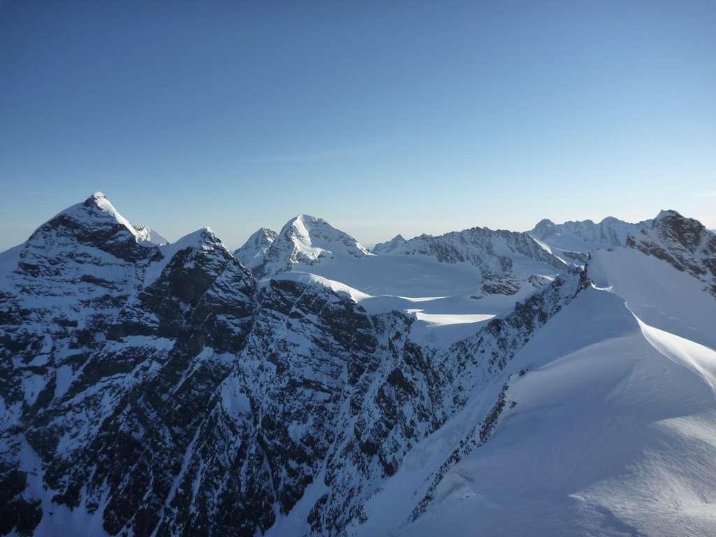 Il panorama verso S, con la Jungfrau poco lontano