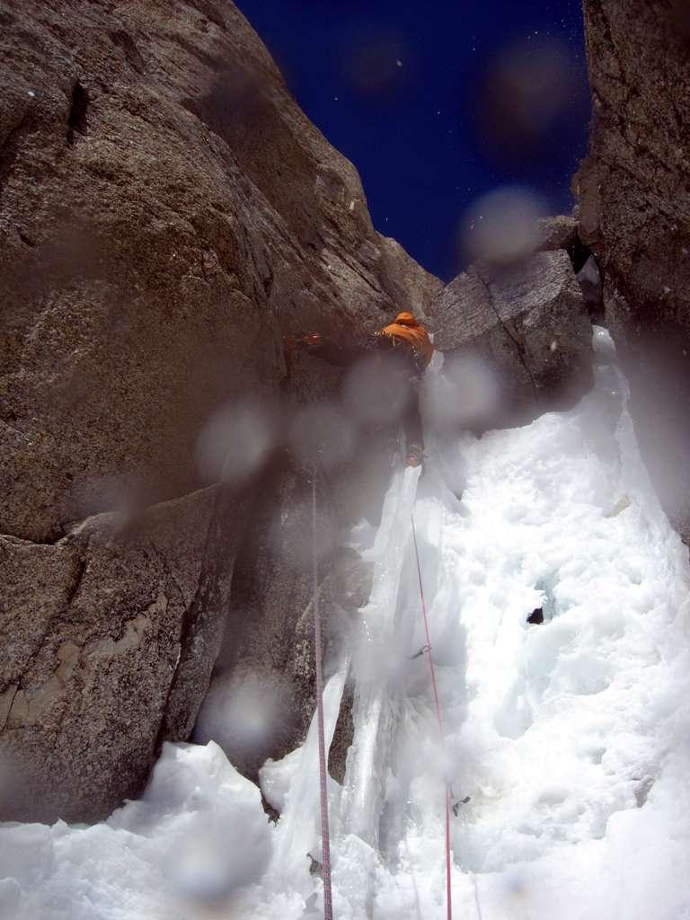 Enrico sul penultimo tiro...per fortuna c'è qualche protezione su roccia in posto!