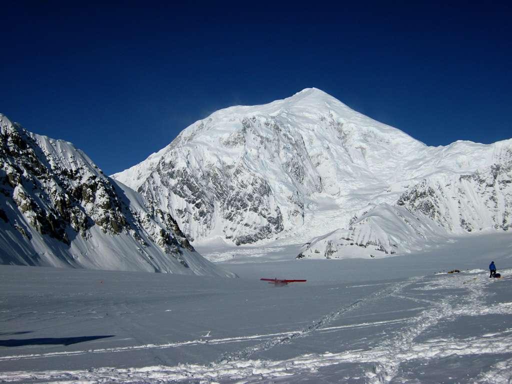 Takhiltna Glacier: pista d'atterraggio e campo base.