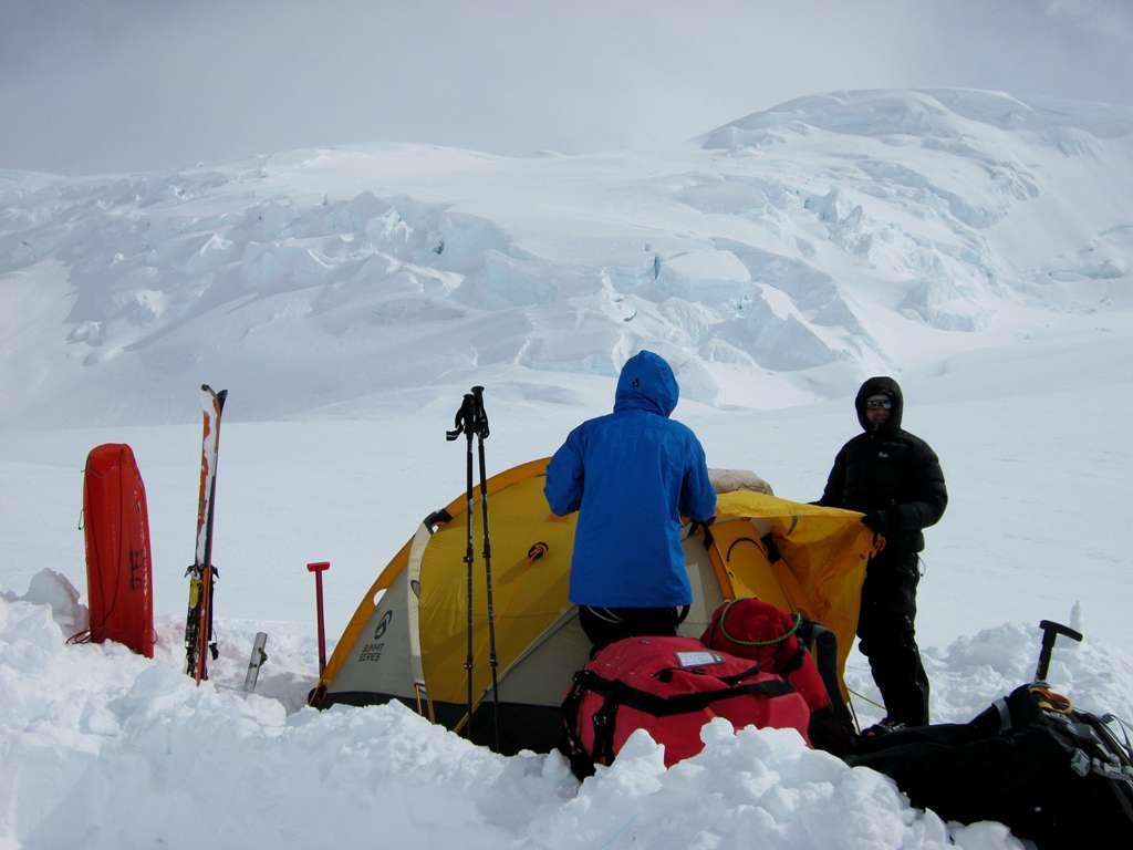 rito serale/ montaggio della tenda.