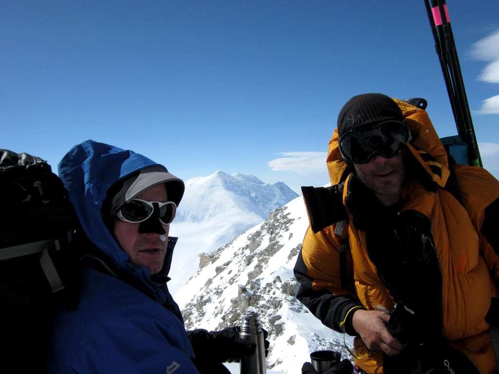 Gary e Pascal sulla cresta...si intravede sullo sfondo il panorama mozzafiato!