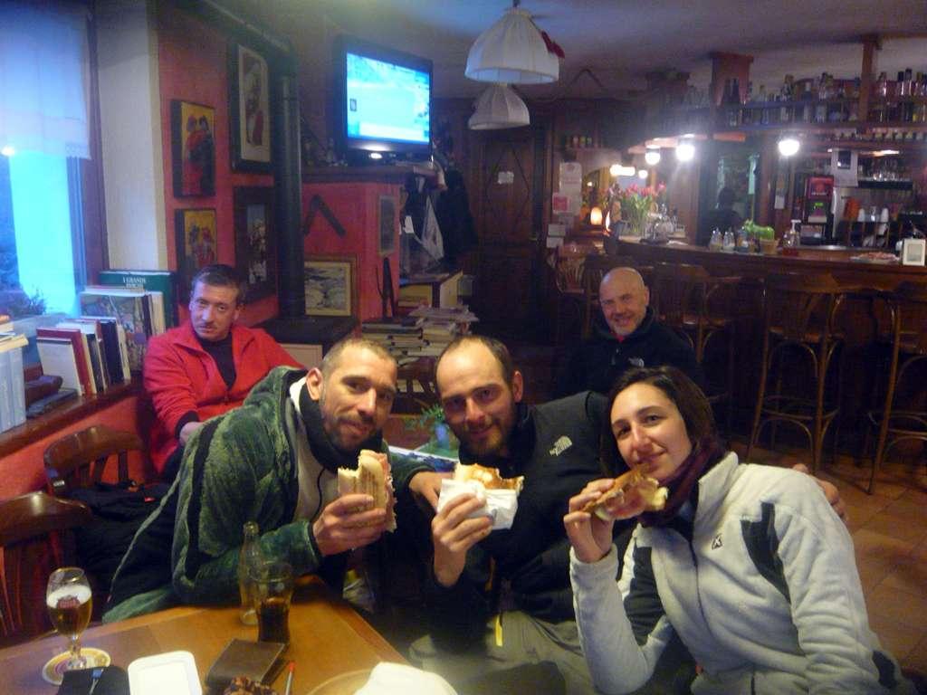 Il trio al bar con il meritato panino!!! Da sx Ivan, Enrico e Caterina. Bravi ragazzi, il vostro entusiasmo è la più grande soddisfazione!